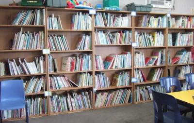 日本語図書館 くぬぎのもり