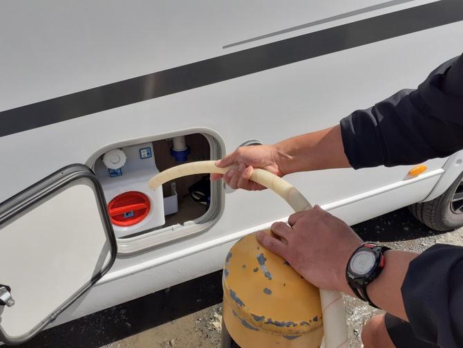 キャラバン 水の補充 ガソリンスタンド